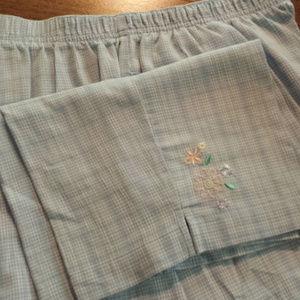 Koret Pants - Koret Light Pastel Blue Capris w/ Flowers L Large